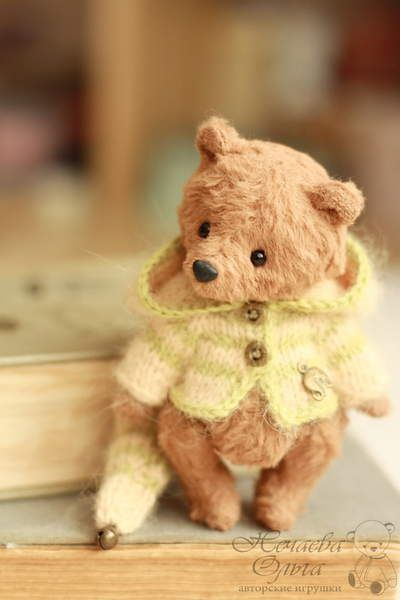 Ivo By Olga Nechaeva - Good afternoon. Happy New Year and Merry Christmas! I want to wish you and your family health and happiness in the new year :)Today I present the first baby I did this year. Bear named Ivo. Height 10.5 cm. I sewed by hand from viscose hand dyeing. Inside sawdust s...