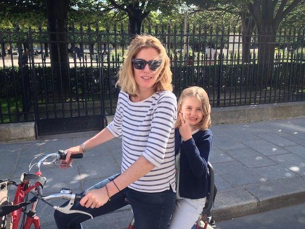 Nicky testte de Kids Tour, een van de fietstochten van Paris by Bike. Op stevige omafietsen met kinderzitjes rijd je Parijs door met een Nederlandse gids.