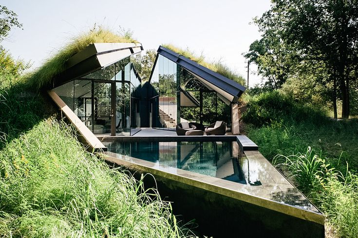 Residing in an abandoned brownfield site in central Texas, the Edgeland House…