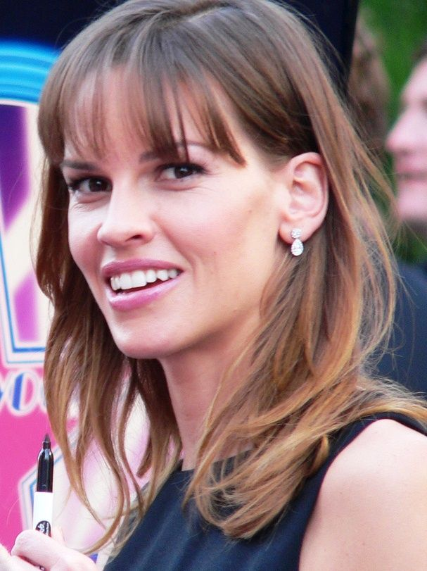 This Oscar-winning actress, Hillary Swank still clips #coupons from the paper. Learn some other #frugal habits from the world's richest persons.