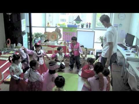 """""""Make A Circle"""" from Super Simple Songs  1 is a great song to transition to a circle time language activity. It gets kids up and moving and ends with everybody seated and ready for the next part of the lesson!   Give it a try. ^_^"""