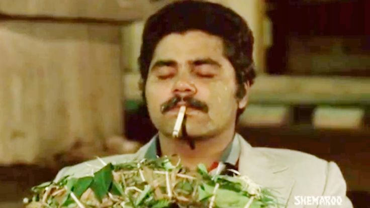 awesome Om Puri finds Satish Shah dead - Jaane Bhi Do Yaaro - Best Comedy Scenes