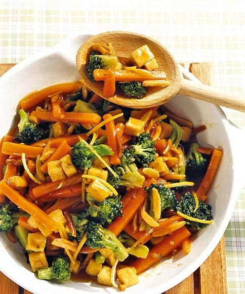 Broccoli-Möhren-Pfanne Rezept - [ESSEN UND TRINKEN]