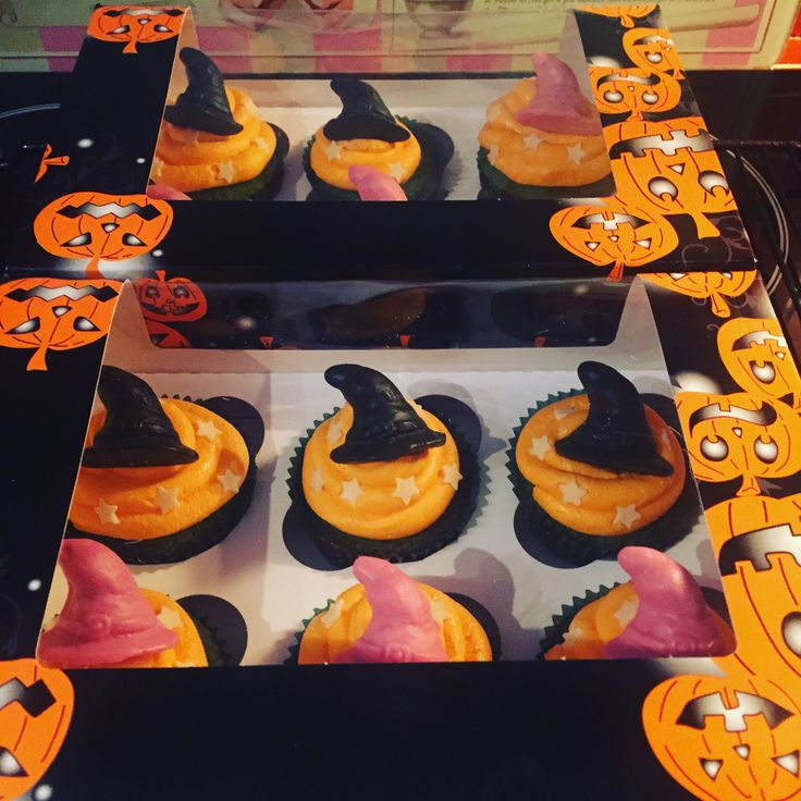 Halloween Cupcakes (Green Sponge and Orange Buttercream)