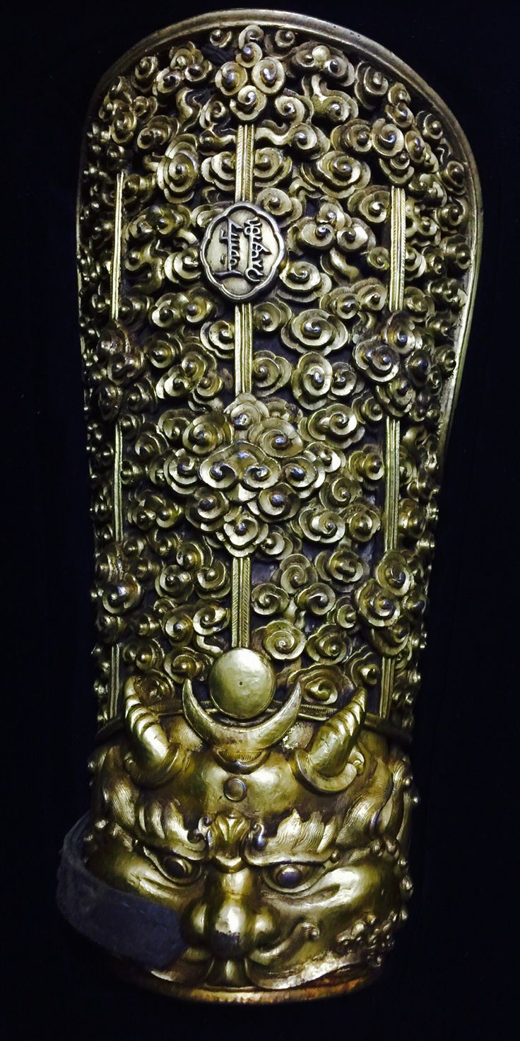 Gilded iron arm guard. Qing dynasty