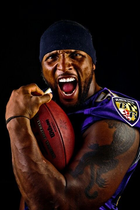 Ray Lewis #52 Baltimore Ravens...my boo is gettin' old!! but i been watching him since i was in middle school. SHOUTOUT to BMORE MD Ravens~!