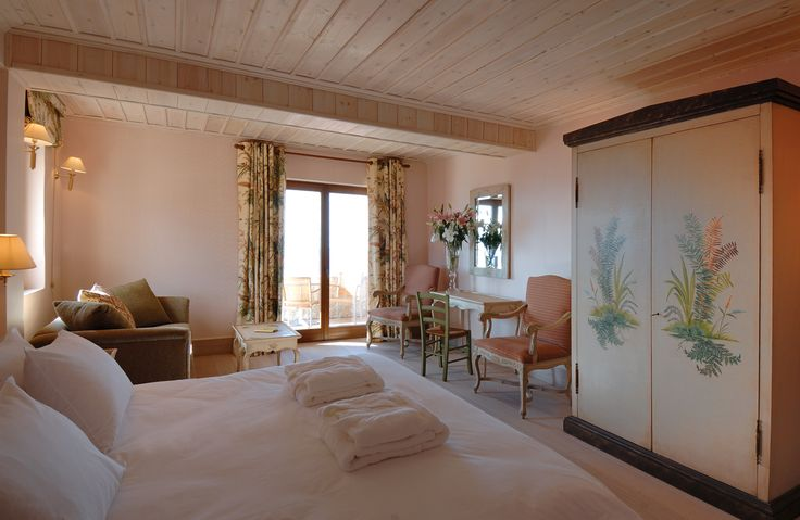 Feel pampered and spoilt right from the first moment at Santa Marina Resort & Spa. http://www.tresorhotels.com/en/hotels/48/santa-marina-arachova-resort