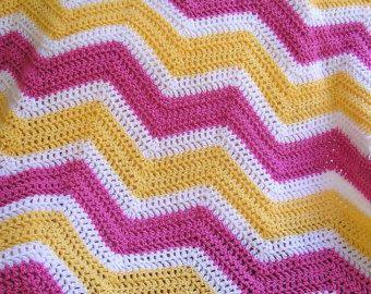 zag zig chevron nuovo bambino coperta afgano wrap uncinetto maglia giro disabili ripple strisce Leone VANNA bianco filato rosa giallo bianco fatto a mano USA