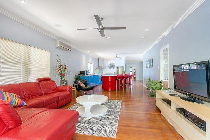 Aussie Beach House in Palm Cove 5 bed 3 bath sleeps 10 50m from Clifton Beach £1,038 5nts