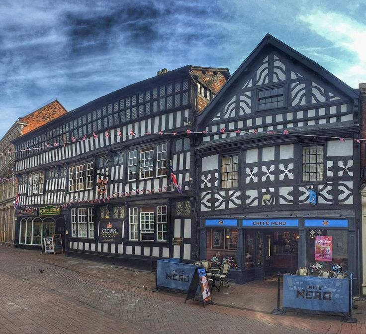#nantwich #cheshire #blackandwhite #halftimbered #oldbuilding #architecture #town #towncenter #cafenero #coffeshop #hdr #snapseed #iphone #iphoneography #britain #england #england #blogger #travel #travelblogger