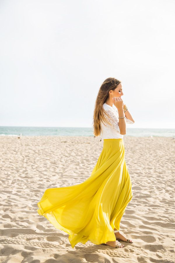 With flowy layers, a flattering silohuette and gorgeous yellow-chartreuse color, this skirt is bright essential for your wardrobe.
