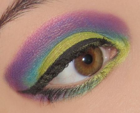 Witches Brew http://www.bethysbeautyspot.com/Halloween---Witches-Brew-Inspired-Eye-Look-24737763