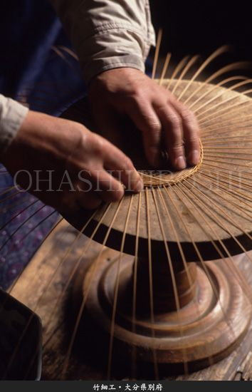 Japanese craftsman - bamboo craft: photo by OHASHI Hiroshi--click to view the other images!