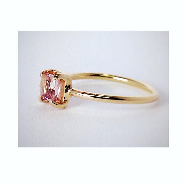 Reminiscing about this custom engagement ring I made.. #morganite #rosegold  Meanwhile, sales are still on! Use Code TJ20OFF at Checkout! www.thaizjewellery.com . . . . . . . . #morganiteengagementring #rosegoldring #ethicallymade #greenbrand #handmade #handmadejewelry #handcrafted #engagementring #ethical #ethicalfashion #gem #gemstones #gemstonejewelry #jewelrygram #jewelrydesign #jewelry #jewellery #joias #aneldenoivado #ourorose #verlobungsring #edelsteine #schmuck #handgefertigt…