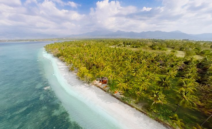 Anandita Villa | 4 bedroom | private villas | www.baliultimatevillas.net #lombok #eventvillas #beachfront #privatevillas
