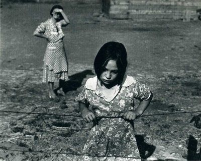 Great Depression: child and her mother, wapato, yakima valley, washington, 1939