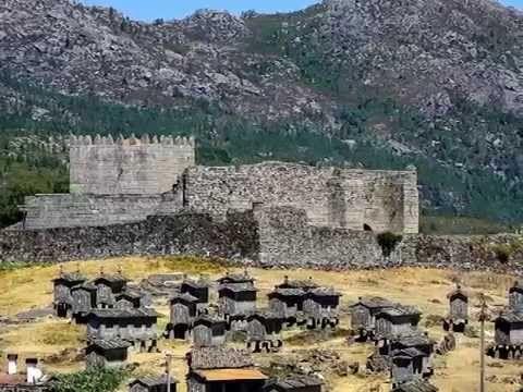 No litoral norte do país, está situada esta região com uma densa vegetação e uma profunda riqueza histórica. Foi aqui que o primeiro rei de Portugal, Dom Afonso Henriques, nasceu no início do século XII, estendendo, então, o reino para sul, naquilo que foi considerado como um dos grandes feitos heróicos da reconquista cristã.