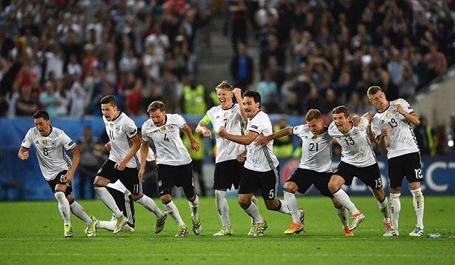 WEBSTA @ football.hotties - The Best Team EVER!@dfb_team#jederfuerjeden #schweinsteiger #boateng #özil #podolski #müller #gomez #hummels #löw #kimmich #kroos #deutschland #hector #draxler #halbfinale #diemannschaft #germany #euro2016 #training #team #goals #handsome #smile #vivelamannschaft #football #dfb #hot #gerita #penal #howedes