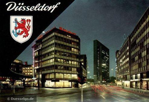 Berliner Allee in Düsseldorf bei Nacht - inkl. Tausendfüssler