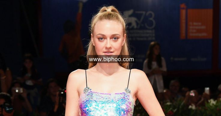 Dakota Fanning, Emma   Stone Show You How To Rock The Top-to-bottom Embellished Trend http://www.biphoo.com/celebrity/emma-stone/news/dakota-fanning-emma-stone-show-you-how-to-rock-the-top-to-bottom-embellished-trend