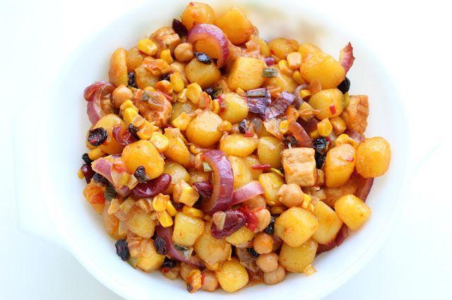 mais salsa, vegan food, vegan recept, vegan recepten, veganistisch recept, veganistische recepten, veganistisch, vegan, vegan eten, veganistisch eten, vegan diner, veganistisch diner, kikkererwten, ui, prei, moestuin, rozijnen, bistro aardappeltjes, woksaus, vivera kipstuckjes, vivera kip, vivera kipstukjes, vivera stukjes, vivera vegan, vivera veganistisch, vivera plantaardig, plantaardig recept, plantaardig eten, plantaardige recepten plantaardig, dani and mom, daniandmom