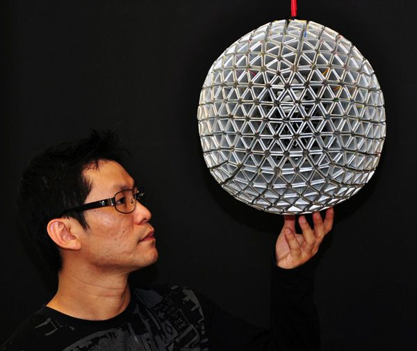 Designer Ed Chew takes a green step in the right direction with the TetraBox lamp, a light object made from discarded drink packets that would have otherwise ended up in landfills already packed to the brim. The design is achieved by unfolding the packets and refolding them into hexagonal and pentagonal sections that are then pieced together to form a geodesic sphere or any other desired shape. Here, the Epcot-like ball makes an attractive overhead light.: Of Leit Box, Leit Tetrapack, Recycle, Lamps Shades, Tetrabox Lamps, Creative Packaging Design, Trav'Lin Lights, Tetrapack Reciclada, Milk Cartons