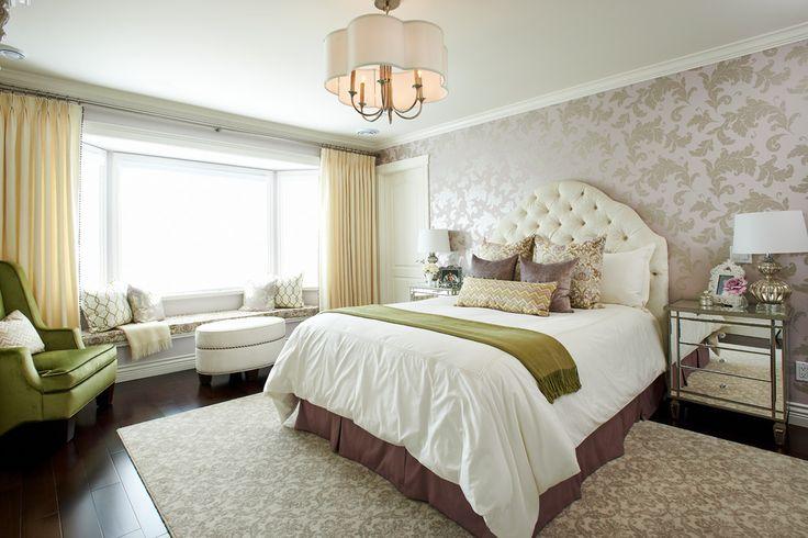 Бежевые обои в интерьере: 80+ эстетически выверенных интерьеров на стыке роскоши и благородства http://happymodern.ru/universalnye-bezhevye-oboi-v-interere-foto/ Нежные желтые шторы в светлой просторной спальне