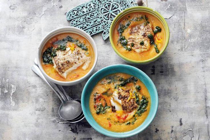 Rijkgevulde soep met rode linzen en schelvis. Wij scheppen nog een keer op! - recept - Allerhande