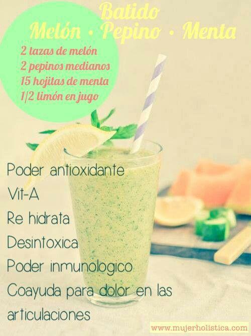Batido antioxidante, con melon, pepino, hojas de menta y limon