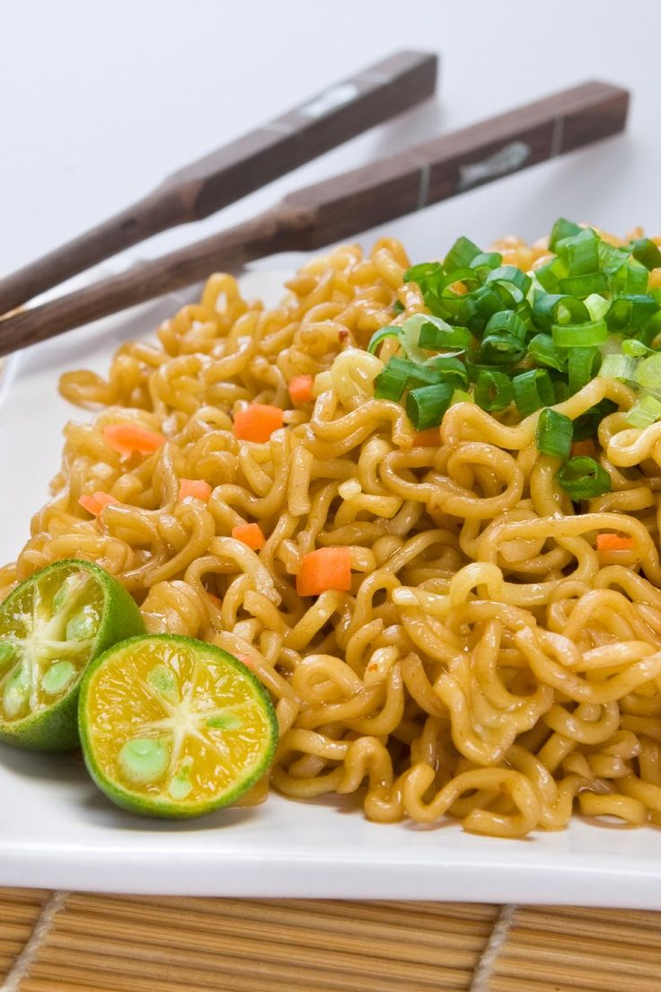 """Ramen Fried """" Rice"""": 3 oz package pork-flavored ramen noodles, (or smoked ham flavor or oriental flavor)   1⁄2 cup frozen peas   2 egg, beaten   1 tsp sesame oil   1 pinch white pepper   1 tbsp peanut oil   4 scallion, finely chopped   1 tsp garlic, chopped   1⁄2 cup (up to 1) roast pork, diced, or cooked chicken, shrimp, or tofu (optional)   1 tbsp soy sauce"""