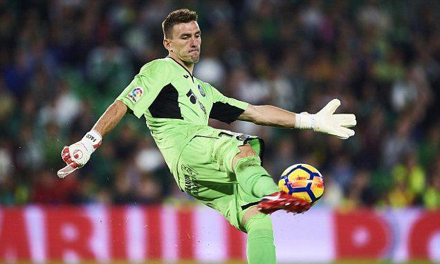Watford and Palace chase Getafe keeper Vicente Guaita