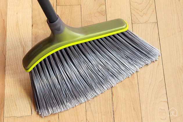 Casabella Wayclean Wide Angle Broom bristles