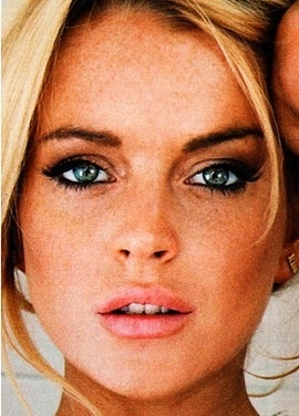 Lindsay Lohan looks gorgeous in this photo, I love her makeup.