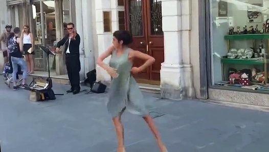 Mon père m'a demandé ma fille à danser pendant un voyage en Italie Mon père m'a demandé ma fille à danser pendant un voyage en Italie. Pour ceux qui sont intéressés une fille s'appelle rimma baransi. Peut-être vous connaissez la chanson du film le fabuleux destin d'Amélie Poulain.