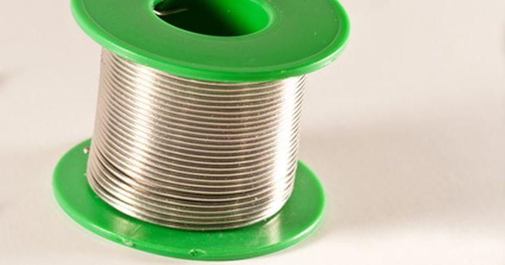 Cómo soldar alpaca. Soldar, un proceso de unión de metales utilizado en muchos proyectos de metalurgia o de joyería, se utiliza comúnmente en todos los diferentes tipos de metal. Mientras que los metales soldados más comunes son oro, plata y cobre, también puedes soldar alpaca. La alpaca no es en realidad plata, sino que es una aleación de níquel, zinc y cobre que se ...