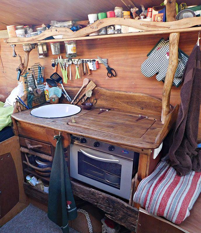 Unsere Camping-Küche mit Waschbecken und Gasofen
