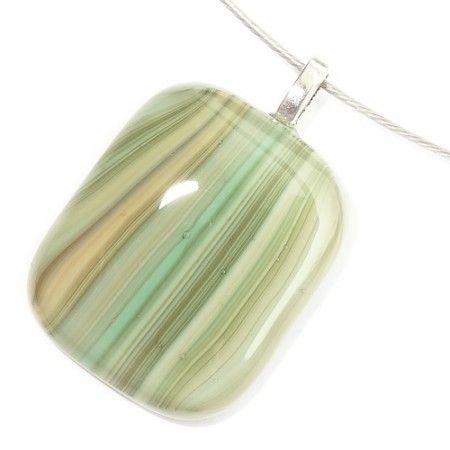 Handgemaakte groen met mintgroen gestreepte glashanger. Glazen hanger voor aan een ketting!