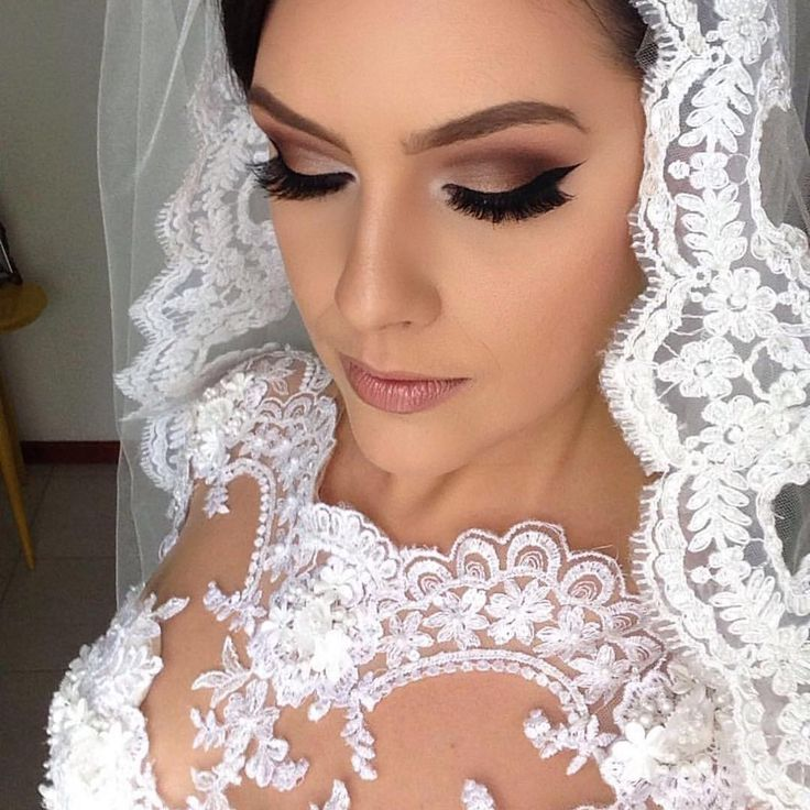 Gorgeous bridal makeover! 💄👰🏻 #makeup #makeupinspiration #makeover #eyemakeup #glam #glow #bridal #evening #weddinginspiration #love #mua #lashes #liner #brows #hudabeauty #ghalichiglam #eyelive4beauty #wakeuptocakeup143 #peachyqueenblog