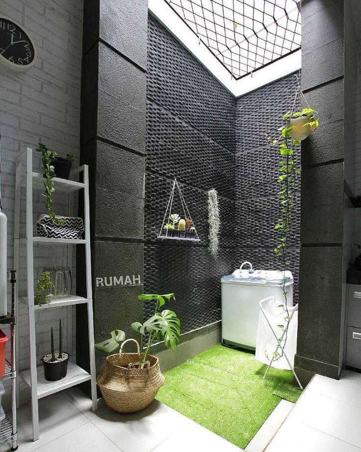 "3,928 Likes, 63 Comments - Tabloid RUMAH (@tabloidrumah) on Instagram: ""Ruang servis enggak melulu tampil berantakan. Hiasi ruang servis dengan cantiknya batu alam dan…"""