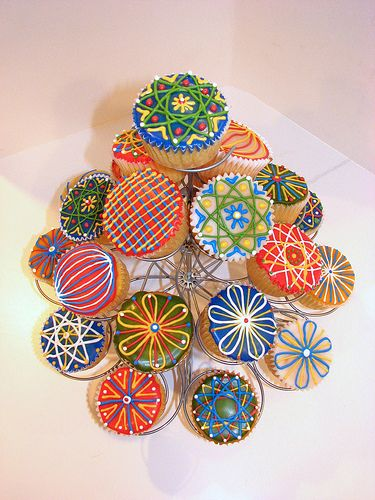 Cupcakes on the cupcake stand by lorijohernandez, via Flickr