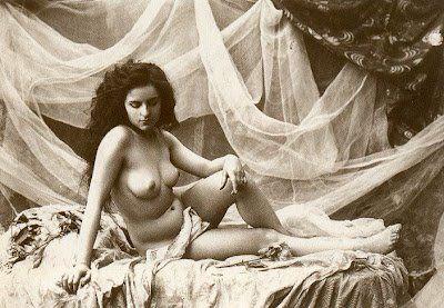 Fotos eroticas antiguas, o como se divertian nuestros abuelos. via theclinc.cl