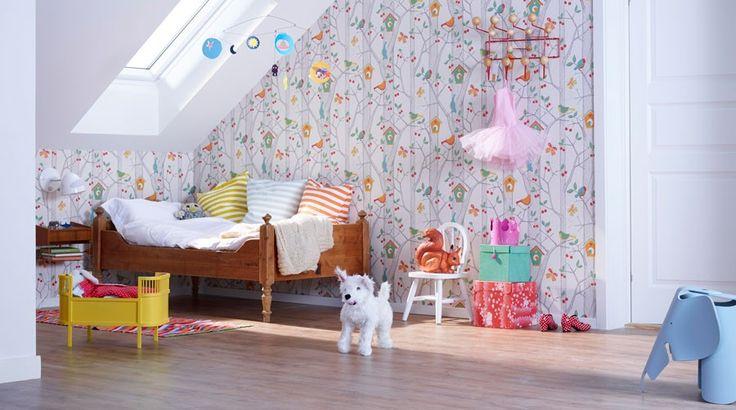 Er poden vokst ut av babykrybben og skal få eget rom? Her viser vi deg hvordan en rull med tapet, et korkgulv og en gammel seng kan være hovedbasen for et hyggelig og lekent barnerom med stil.