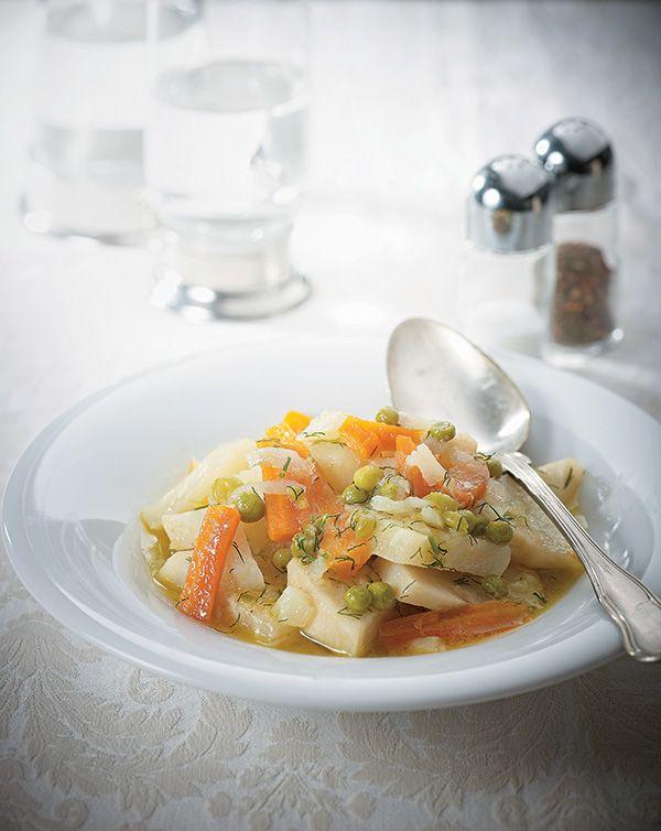 Οι αλά πολίτα συνταγές είναι κλασικά πιάτα της πολίτικης κουζίνας που βρίσκουν συχνά τη θέση τους και στο δικό μας καθημερινό τραπέζι. Μάλιστα, στα μανάβικα της Πόλης πωλούνται και έτοιμα κομμένα λαχανικά ειδικά γι' αυτήν τη συνταγή, όπως και για τις αγκινάρες αλά πολίτα. #αρακάς