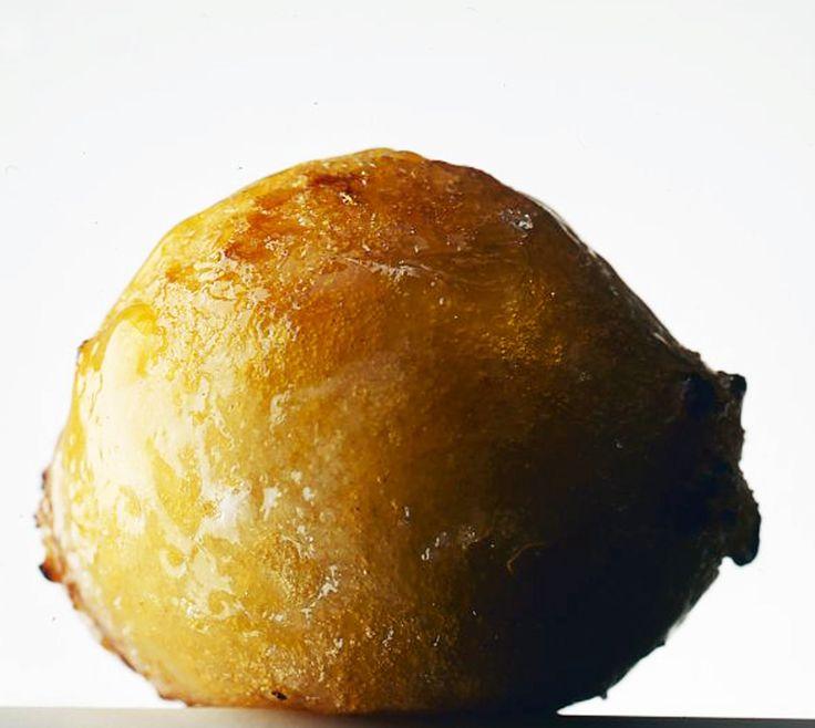 Le chef vous propose,pour cette journée des enfants,la recette du beignet à la vanille, sur sa page Facebook. Une pâte réalisée avec de la farine de riz pour confectionner des beignets encore plus croustillants.  Garnies de crème pâtissière, des petites boules croustillantes qui explosent en bouche pour mieux délivrer un doux parfum de vanille.  Photo de Jean-Louis Bloch-Lainé #beignet #conticini