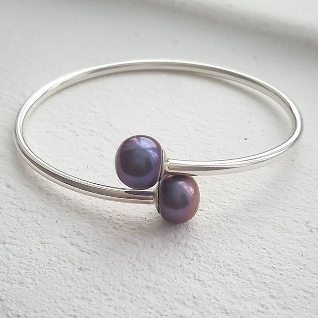 Freshwater pearl flexi bangle. It is said that Pearls give their wearer a sense of calmness,  truth and purity - something we could all use a little more of 💗 #pearls #zoealexandria #bohemejewels #truth #jewellerymaker #create #madeinbondi