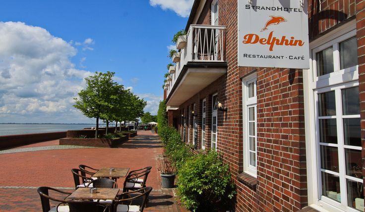 Die AKZENT Strandhotels Seestern & Delphin befinden sich direkt auf der Wilhelmshavener Südstrand-Promenade.