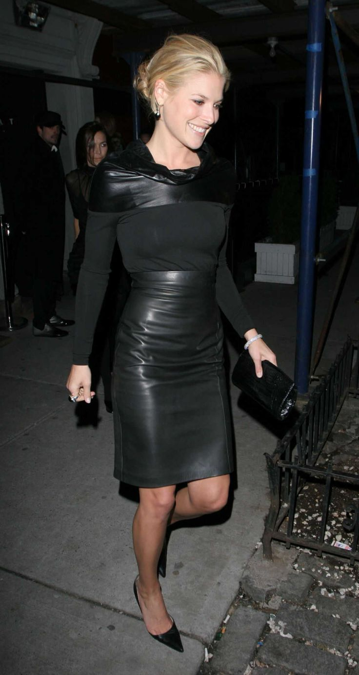 Celebrities Wonder Pictures Models Photoshoots Magazine Fashion Bikini Actress Paparazzi Premiere Academy Award Event Gala Party Style Perfo...
