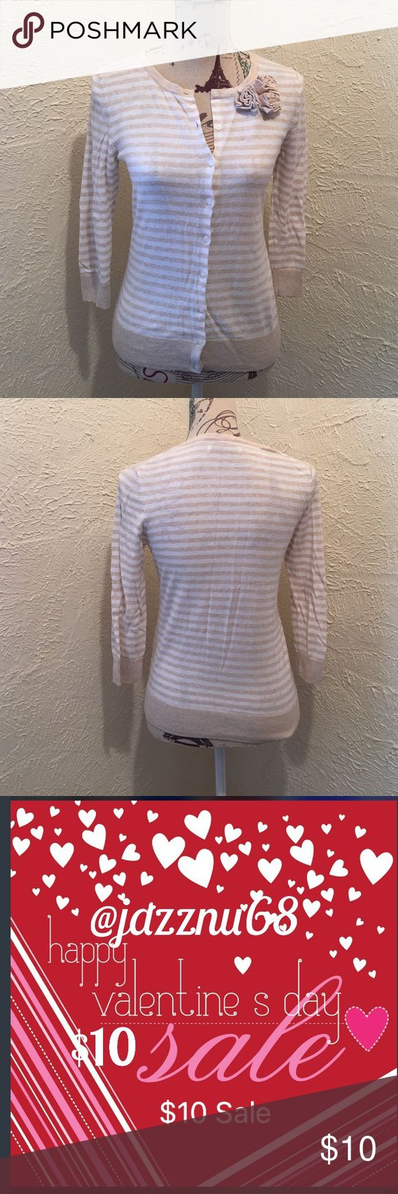 💋🌹Old Navy•Striped•Cardigan Old Navy•Striped•Cardigan~ Great Condition oatmeal and creme striped with floral rosettes Old Navy Sweaters Cardigans