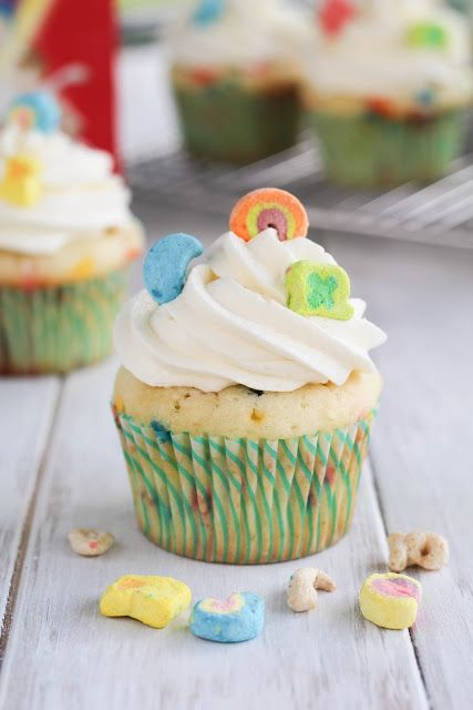 Recipe for Lucky Charms Cupcakes! Adorable for Saint Patrick's Day! - Spoonful of Flour