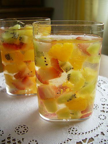 Simple summer jelly dessert, so pretty!